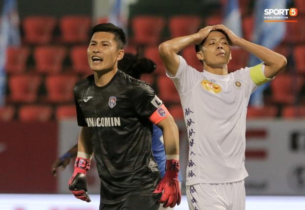 Đình Trọng vừa ăn kẹo mút, vừa đăm chiêu trong ngày Hà Nội FC thất bại - Ảnh 5.