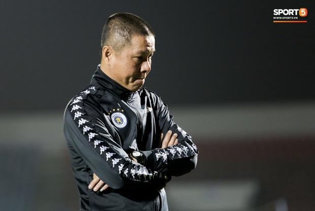 Đình Trọng vừa ăn kẹo mút, vừa đăm chiêu trong ngày Hà Nội FC thất bại - Ảnh 4.
