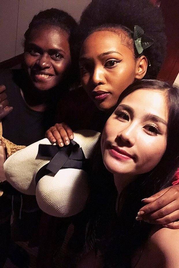 Chuyện mỹ nhân Vbiz nhường đối thủ váy áo: Hoài Sa được khen hết lời, H'Hen Niê phải xin lỗi Hoa hậu Hàn vì lý do đặc biệt - Ảnh 9.
