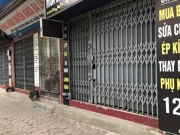 """Hà Nội: Nhiều cửa hàng gần khu vực bệnh nhân số 50 nhiễm Covid-19 sinh sống treo biển """"Dừng bán, mong quý khách thông cảm"""" - Ảnh 11."""