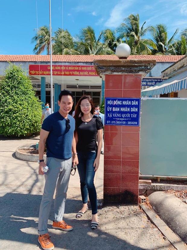 Vợ chồng Lý Hải trực tiếp xuống miền Tây, lắp đặt 5 máy lọc nước trị giá 350 triệu giúp người dân vượt hạn và mặn - Ảnh 3.