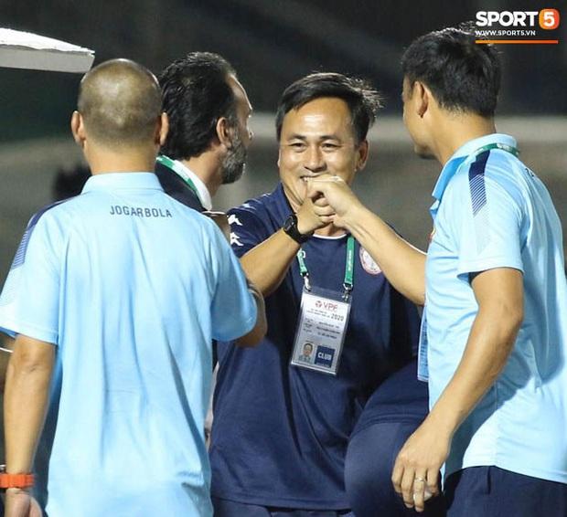 Bạn thầy Park bị từ chối bắt tay, nảy ra sáng kiến bắt chân với đồng nghiệp người Italia - Ảnh 7.