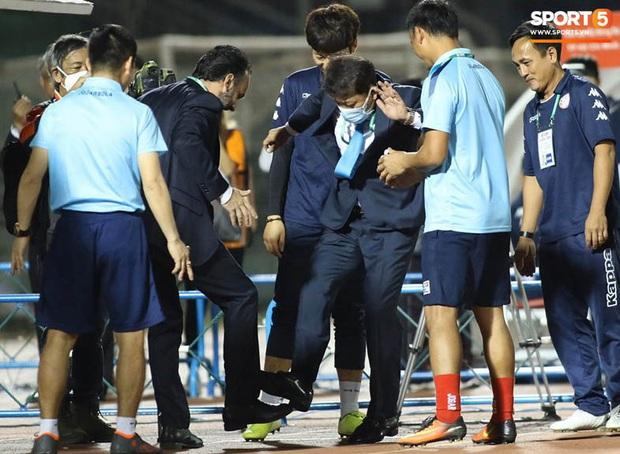 Bạn thầy Park bị từ chối bắt tay, nảy ra sáng kiến bắt chân với đồng nghiệp người Italia - Ảnh 4.