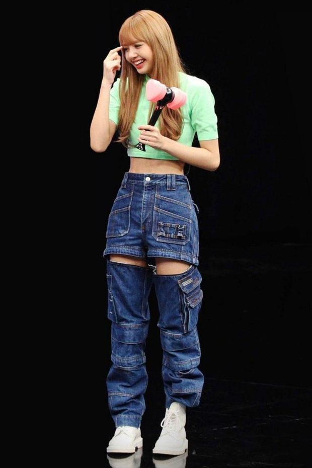 Em gái quốc tế Lisa (BLACKPINK) khoe vũ đạo đỉnh trên truyền hình xứ Trung, ai ngờ vòng eo siêu nhỏ lấn át tất cả - Ảnh 11.