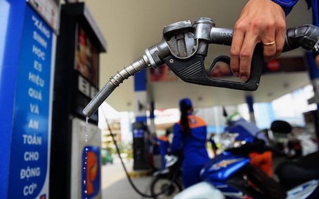 Ứng phó với Covid-19, giá xăng giảm mạnh hơn 2.300 đồng/lít từ 15h chiều nay - Ảnh 1.