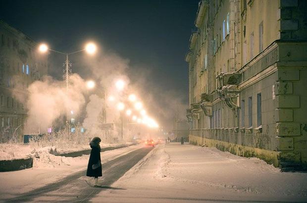 Cuộc sống khắc nghiệt ở Norilsk, nơi tách biệt với thế giới: Không chỉ có khí hậu lạnh giá mà còn là nơi ô nhiễm nhất hành tinh - Ảnh 4.