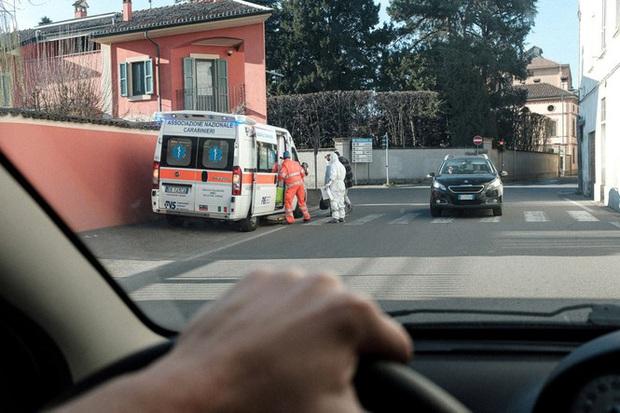 Đời sống thường nhật bên trong khu cách ly Covid-19 ở Italy - Ảnh 9.