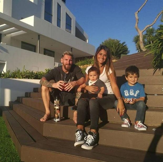 Lo ngại dịch Covid-19, Messi cùng gia đình tự cách ly trong biệt thự 200 tỷ, có sân bóng ở ngay trong nhà - Ảnh 5.