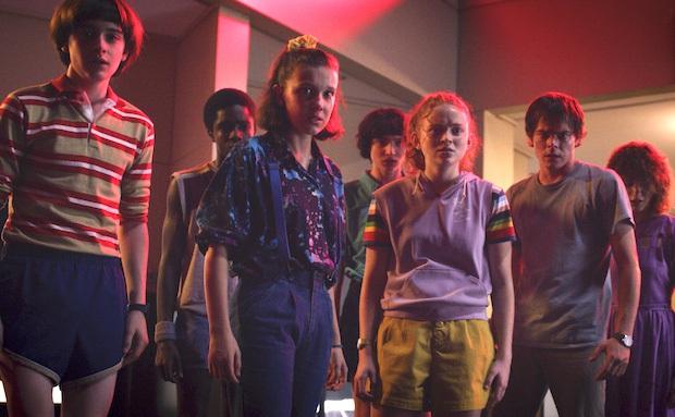 Netflix hoãn quay Stranger things 2 tuần, Disney Plus dừng sản xuất phim mới để phòng COVID-19 - Ảnh 1.