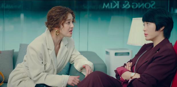 Chị đại Kim Hye Soo gây sốc ở tập 8 Hyena khi thừa nhận tiếp cận Joo Ji Hoon vì muốn dụ lên giường - Ảnh 3.