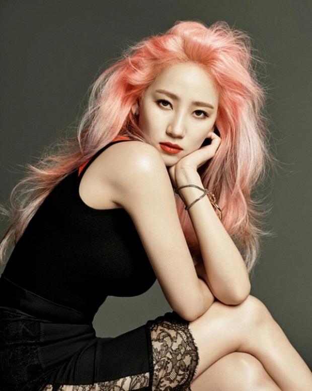 13 idol Kpop debut nhanh thần tốc: 2 giọng ca đình đám nhà EXO chỉ mất 4 tháng, riêng 1 thành viên của LOONA chỉ làm thực tập sinh vỏn vẹn 1 ngày - Ảnh 11.