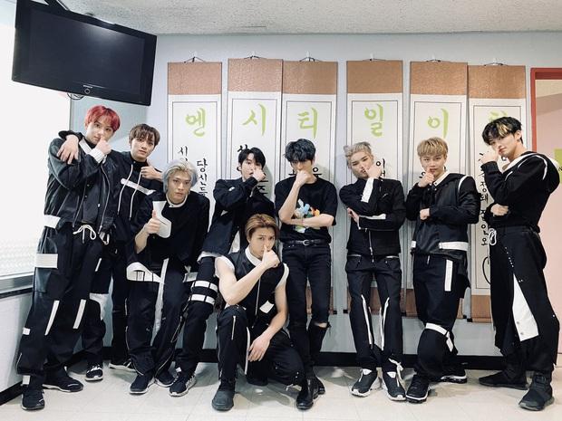 NCT 127 vượt mặt EXO đạt hạng cao nhất Billboard 200 chỉ sau BTS, nhưng liệu có bị mỉa mai như SuperM năm ngoái? - Ảnh 1.