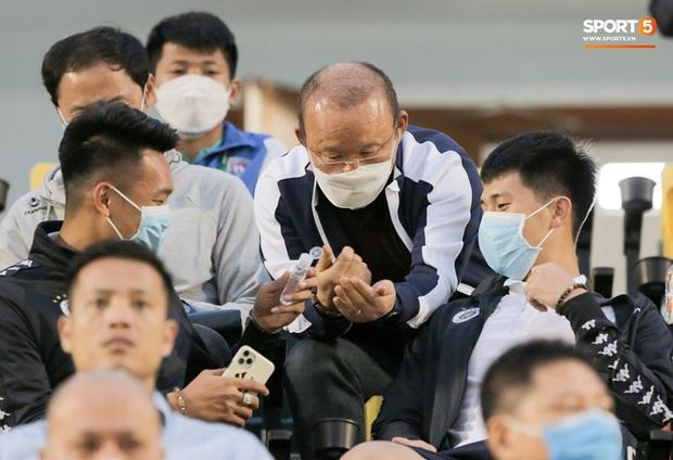 HLV Park Hang-seo hướng dẫn cách rửa tay đúng cách ngăn ngừa dịch Covid-19 - Ảnh 2.