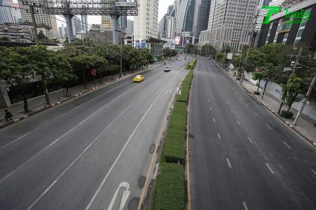 Khung cảnh vắng vẻ chưa từng thấy của đường phố Bangkok (Thái Lan) giữa đại dịch Covid-19 - Ảnh 3.