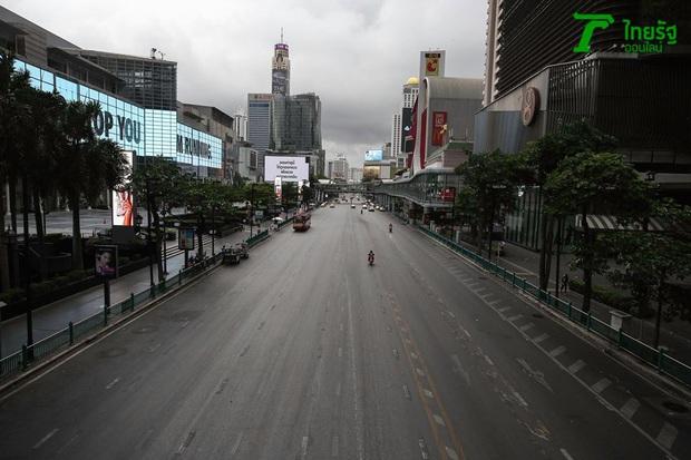 Khung cảnh vắng vẻ chưa từng thấy của đường phố Bangkok (Thái Lan) giữa đại dịch Covid-19 - Ảnh 5.