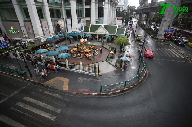 Khung cảnh vắng vẻ chưa từng thấy của đường phố Bangkok (Thái Lan) giữa đại dịch Covid-19 - Ảnh 6.