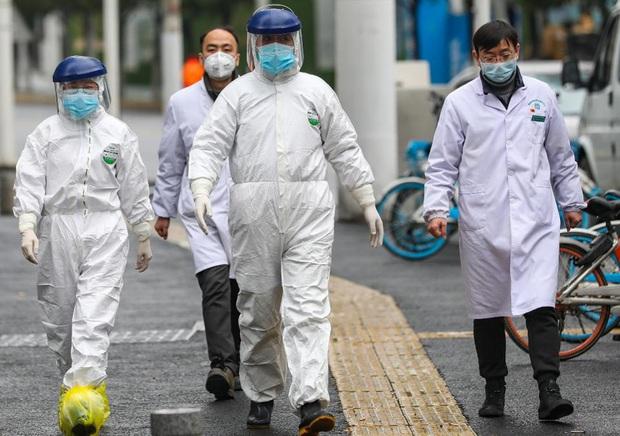Trưởng khoa Cấp cứu BV Bệnh Nhiệt đới Trung ương: Tất cả các bác sỹ khi tham gia chống dịch đều xác định mình có nguy cơ nhiễm Covid-19 - Ảnh 2.