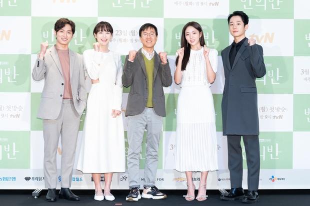 Jung Hae In cực điển trai, thú nhận chưa yêu đơn phương bao giờ vì toàn bách phát bách trúng ở họp báo ra mắt phim mới - Ảnh 6.