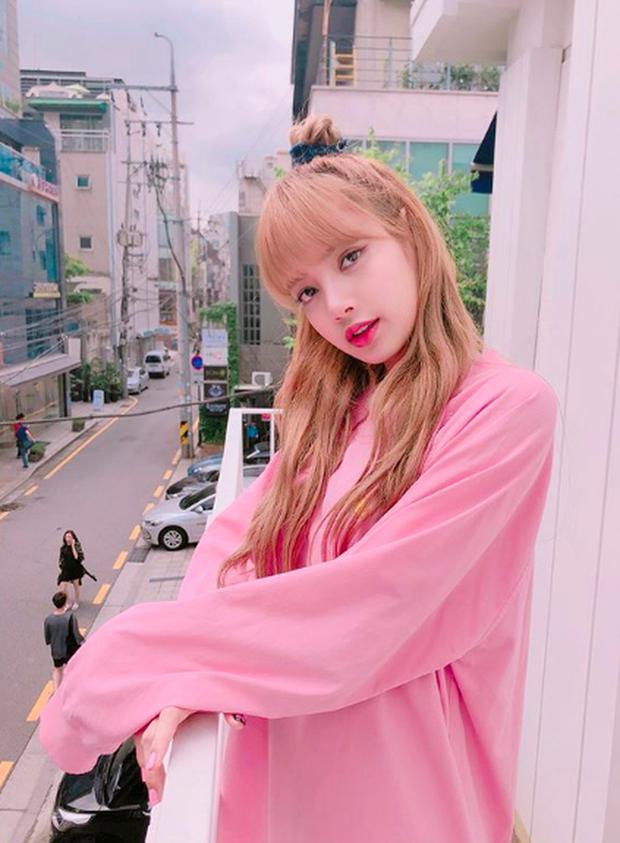 3 nữ Idol Kpop được mời làm cố vấn Produce bản Trung: Xinh đẹp, tài năng nhưng tại sao chỉ Lisa mới gây sốt? - Ảnh 12.
