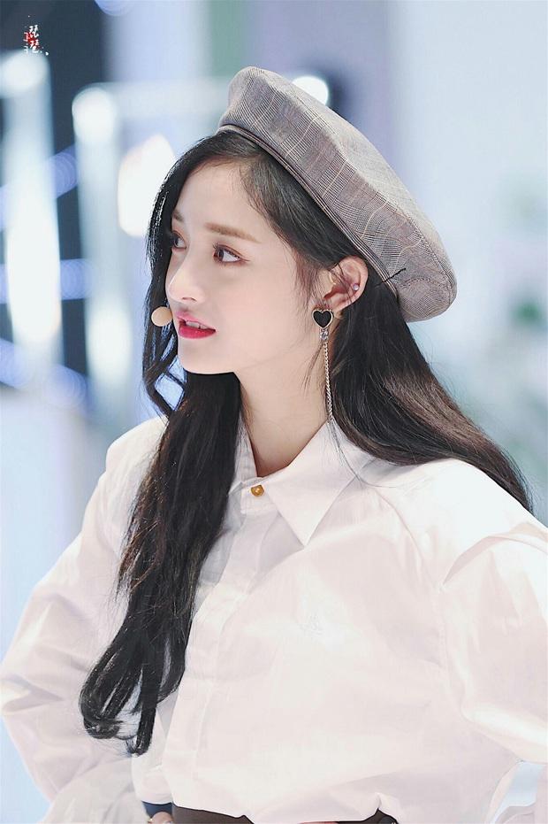 3 nữ Idol Kpop được mời làm cố vấn Produce bản Trung: Xinh đẹp, tài năng nhưng tại sao chỉ Lisa mới gây sốt? - Ảnh 3.