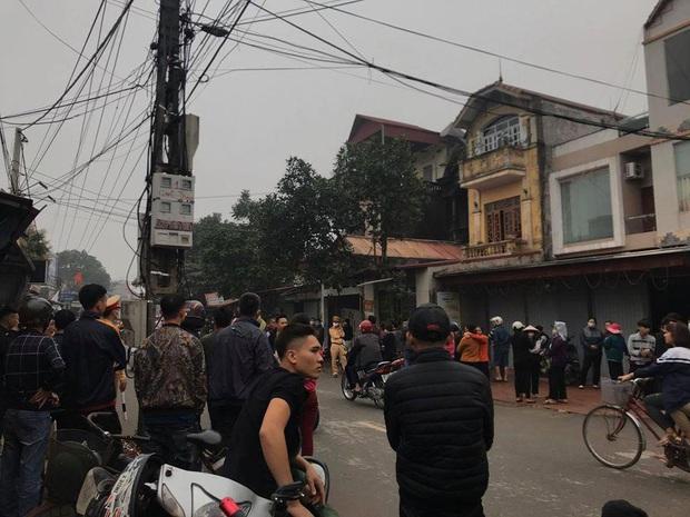 Vợ chồng và con trai 13 tuổi tử vong, 1 cháu bé bị thương trong ngôi nhà nghi bị phóng hỏa - Ảnh 1.