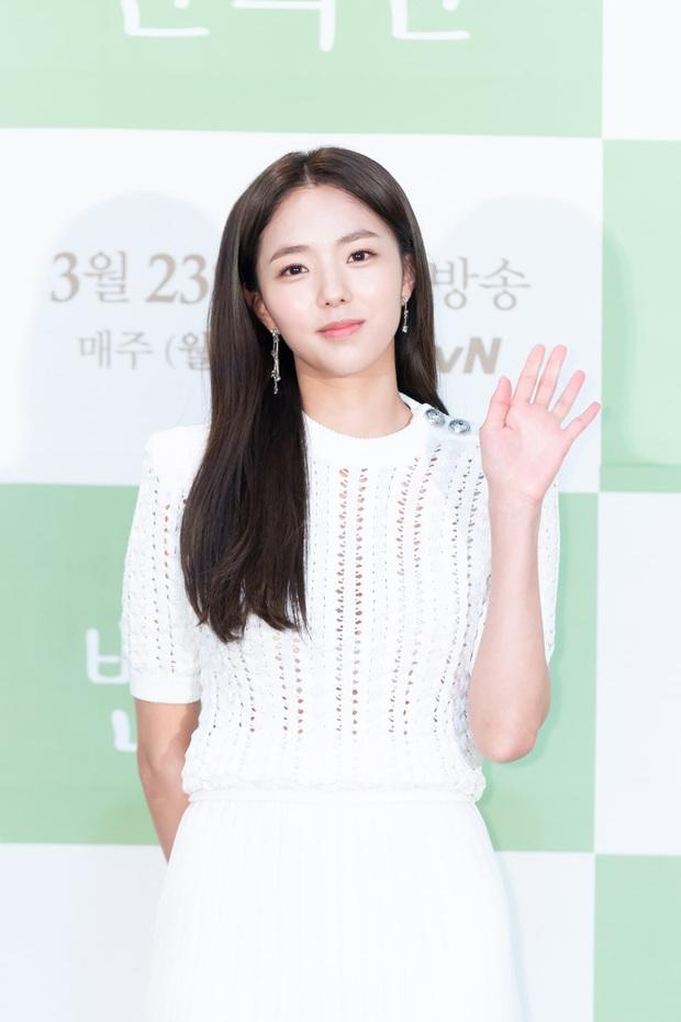 Jung Hae In cực điển trai, thú nhận chưa yêu đơn phương bao giờ vì toàn bách phát bách trúng ở họp báo ra mắt phim mới - Ảnh 2.