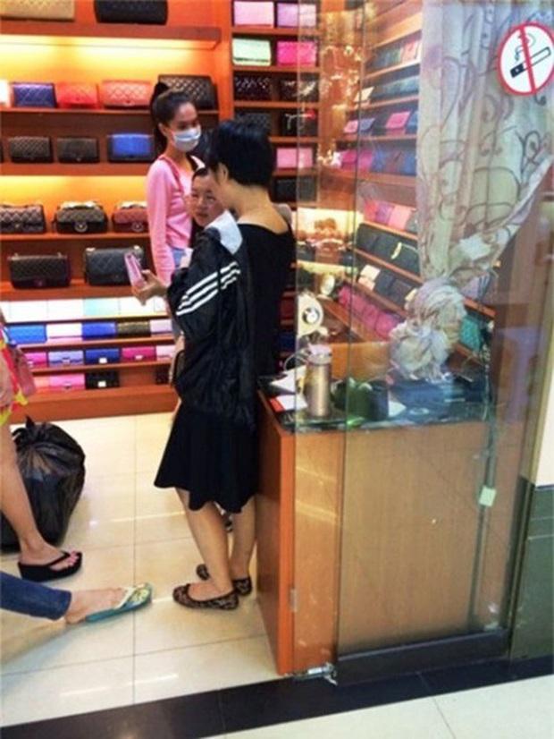 Sao Việt dính nghi vấn dùng đồ fake: Tín đồ hàng hiệu như Ngọc Trinh cũng từng bị bàn tán, Quốc Trường còn bị gọi tên - Ảnh 15.