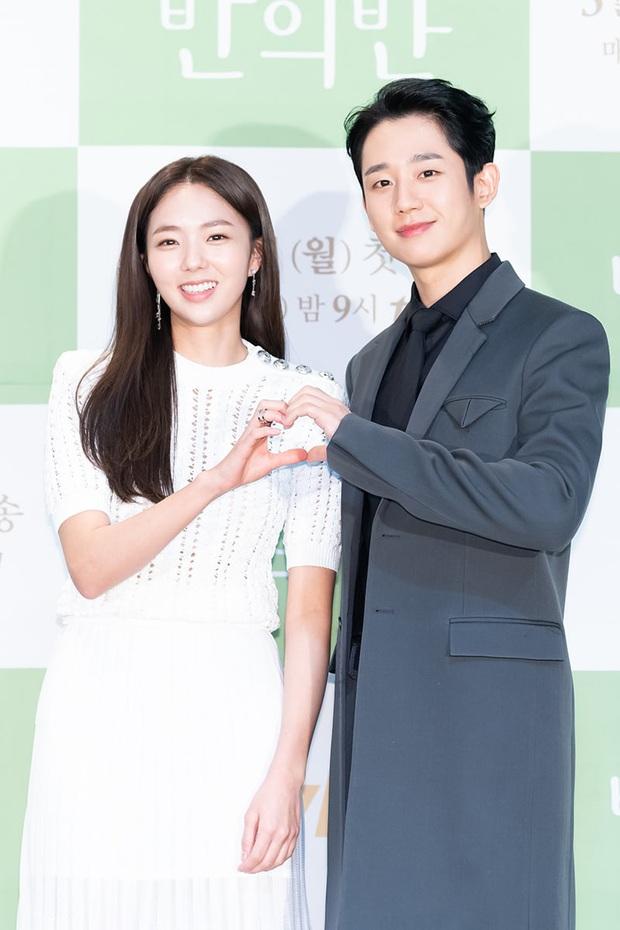 Jung Hae In cực điển trai, thú nhận chưa yêu đơn phương bao giờ vì toàn bách phát bách trúng ở họp báo ra mắt phim mới - Ảnh 3.