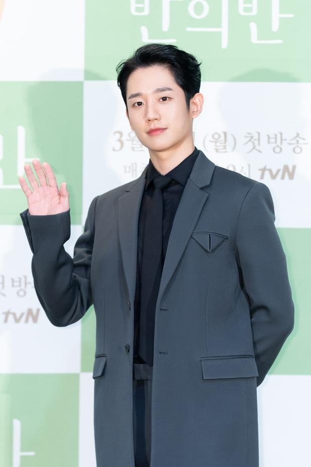 Jung Hae In cực điển trai, thú nhận chưa yêu đơn phương bao giờ vì toàn bách phát bách trúng ở họp báo ra mắt phim mới - Ảnh 1.