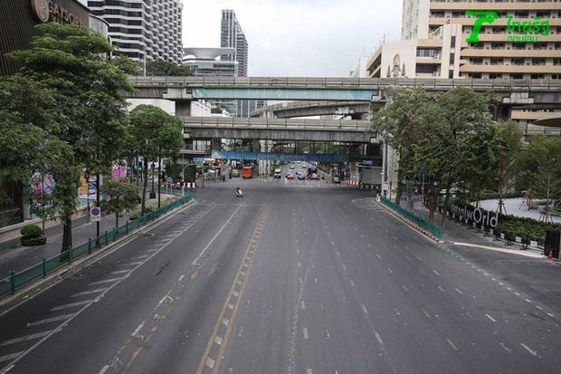 Khung cảnh vắng vẻ chưa từng thấy của đường phố Bangkok (Thái Lan) giữa đại dịch Covid-19 - Ảnh 4.