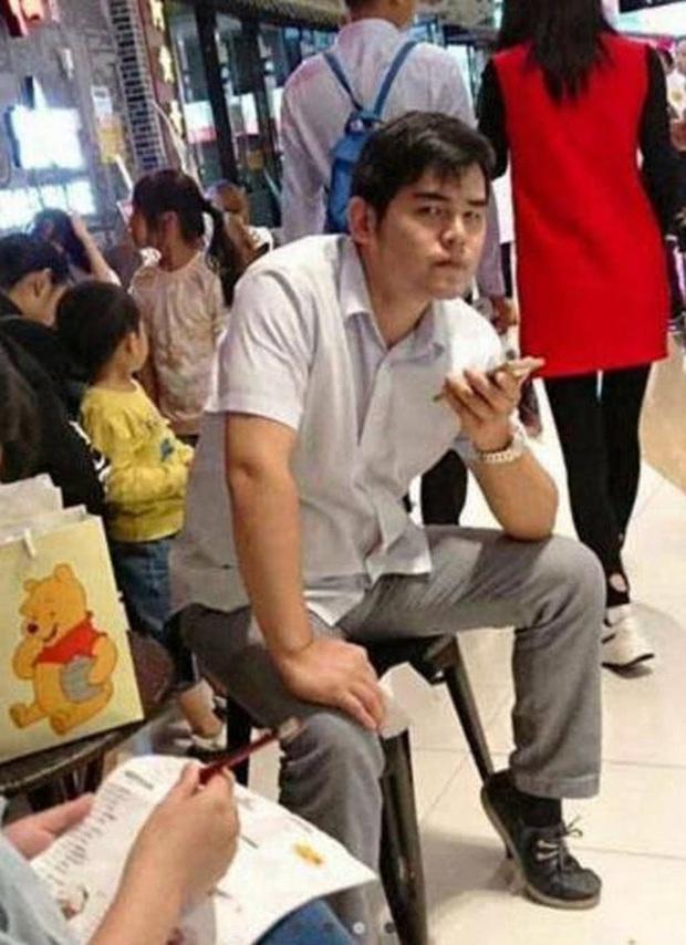 Sự thật về bức ảnh Châu Kiệt Luân tăng cân nứt bụng, gương mặt lộ nọng cằm vì uống trà sữa xôn xao MXH - Ảnh 3.