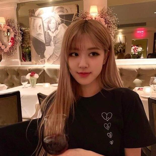 """Fan Việt truyền tay nhau bộ ảnh """"đi ăn tối nay cùng Rosé (BLACKPINK)"""" khắp Facebook: Cô bạn gái mà ai cũng muốn ở bên là đây! - Ảnh 11."""