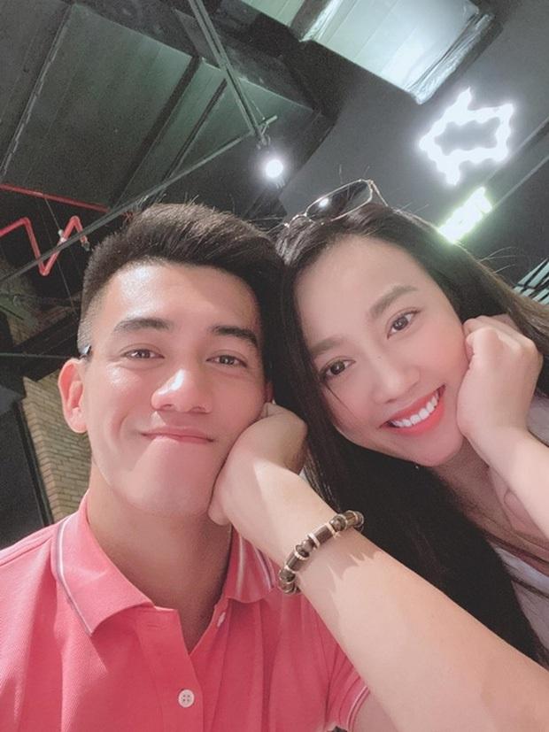 Tiến Linh cùng bạn gái nhảy theo hit Ghen Cô Vy siêu dễ thương, lan tỏa thông điệp trong mùa dịch Covid-19 - Ảnh 2.