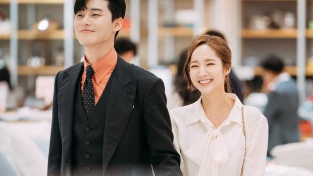 Nhờ sợi dây chuyền oan nghiệt, Kim Ji Won bỗng thành nữ chính đặc biệt nhất của Park Seo Joon, bứt phá hơn hẳn 3 cô còn lại - Ảnh 4.