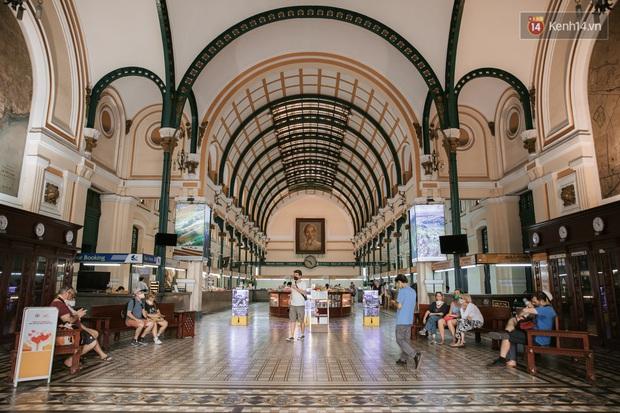 Nhiều điểm đến du lịch nổi tiếng nhất Sài Gòn đìu hiu vì vắng khách, chưa bao giờ thành phố nhộn nhịp lại khác lạ đến vậy - Ảnh 3.