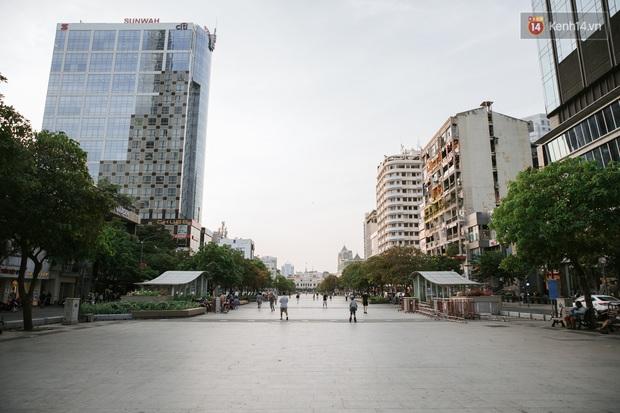 Nhiều điểm đến du lịch nổi tiếng nhất Sài Gòn đìu hiu vì vắng khách, chưa bao giờ thành phố nhộn nhịp lại khác lạ đến vậy - Ảnh 24.
