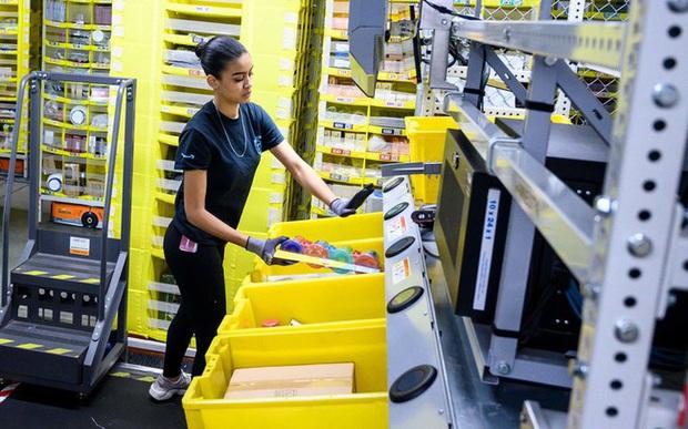 Thay vì sa thải nhân viên hàng loạt, virus corona khiến Amazon phải tuyển thêm 100.000 người - Ảnh 1.