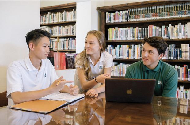 COVID-19: Du học sinh Việt Nam ở Mỹ trước câu hỏi nên về hay ở lại? - Ảnh 1.