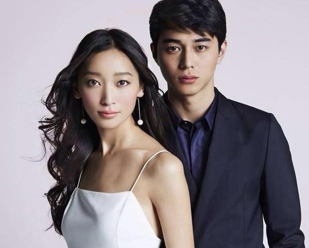 Ngoại tình với nàng thơ của Song Joong Ki, chồng trẻ cúi gập người xin lỗi vợ, lúng túng khi bị phóng viên hỏi xoáy - Ảnh 2.