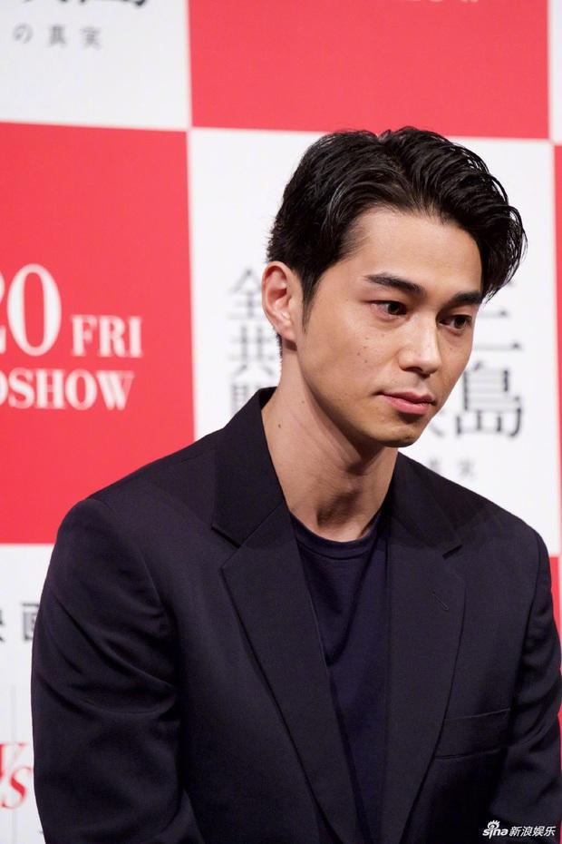 Ngoại tình với nàng thơ của Song Joong Ki, chồng trẻ cúi gập người xin lỗi vợ, lúng túng khi bị phóng viên hỏi xoáy - Ảnh 5.