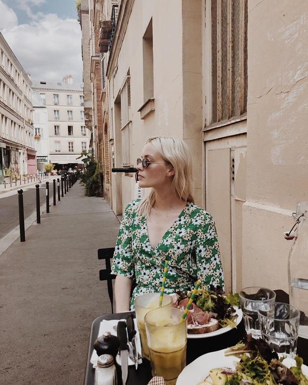 Thực ra phụ nữ Pháp cũng rất điệu, mê mẩn đồ họa tiết hoa và diện theo cách vô cùng sang xịn, tinh tế - Ảnh 2.
