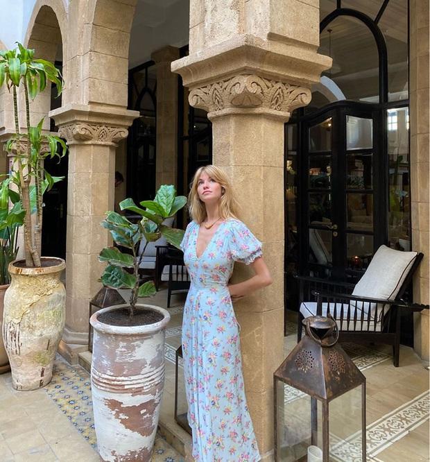 Thực ra phụ nữ Pháp cũng rất điệu, mê mẩn đồ họa tiết hoa và diện theo cách vô cùng sang xịn, tinh tế - Ảnh 12.