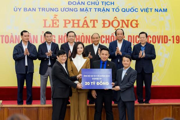 Hoa hậu Mai Phương Thuý gặp Thủ tướng Chính phủ, đại diện ủng hộ 20 tỷ đồng phòng chống đại dịch Covid-19 - Ảnh 2.