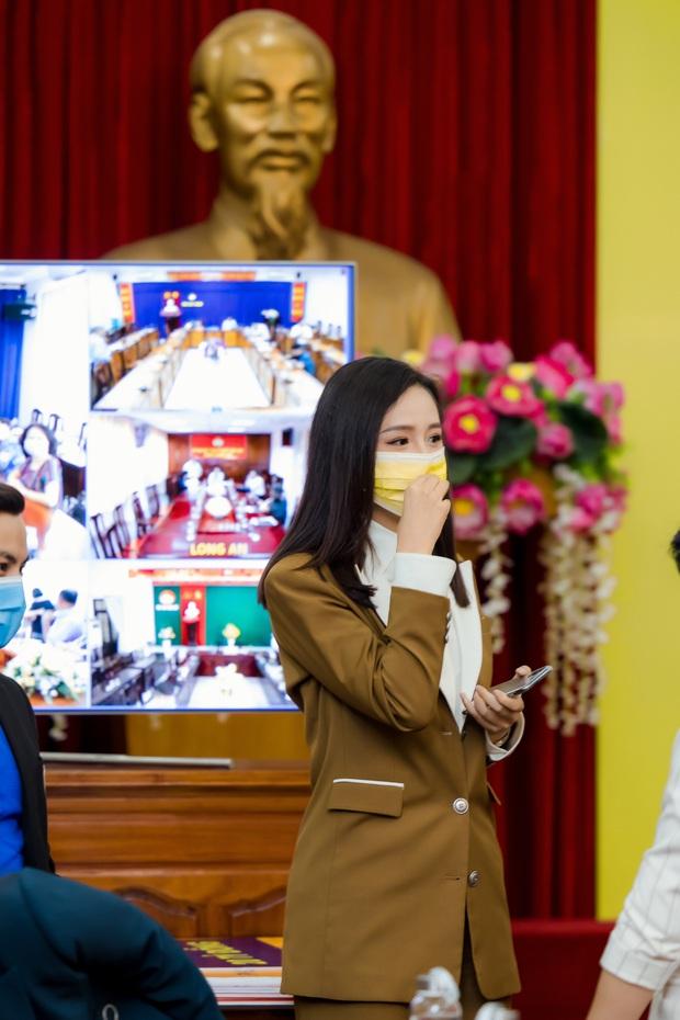 Hoa hậu Mai Phương Thuý gặp Thủ tướng Chính phủ, đại diện ủng hộ 20 tỷ đồng phòng chống đại dịch Covid-19 - Ảnh 6.