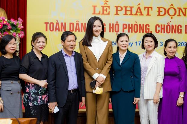 Hoa hậu Mai Phương Thuý gặp Thủ tướng Chính phủ, đại diện ủng hộ 20 tỷ đồng phòng chống đại dịch Covid-19 - Ảnh 8.