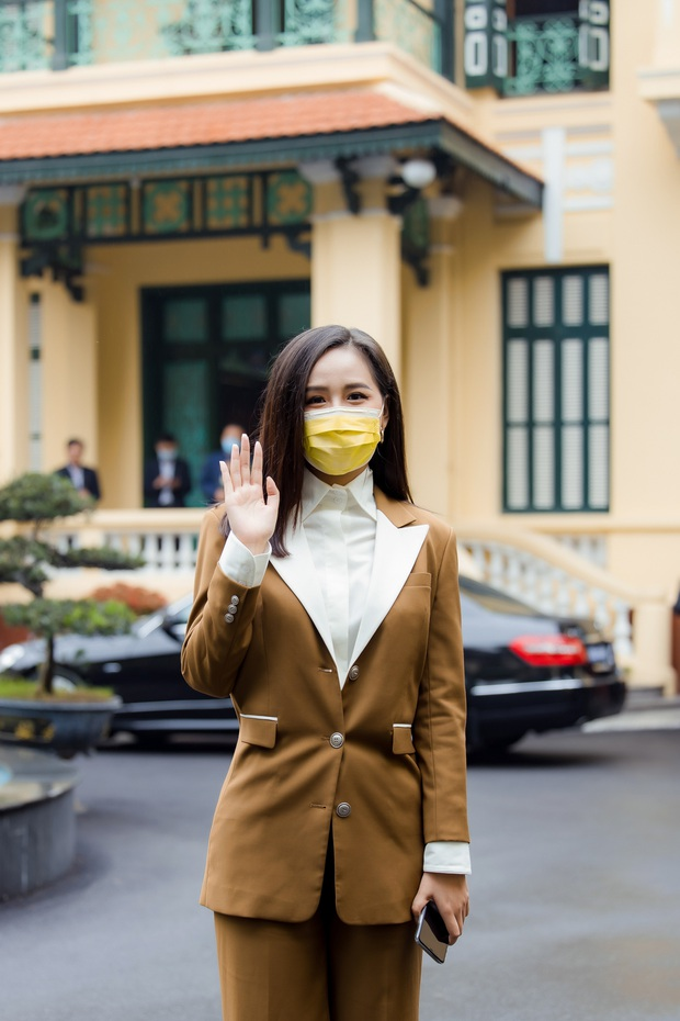 Hoa hậu Mai Phương Thuý gặp Thủ tướng Chính phủ, đại diện ủng hộ 20 tỷ đồng phòng chống đại dịch Covid-19 - Ảnh 5.
