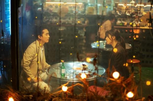 Chán kiếp độc thân vui tính, Seo Dan của Crash Landing on You nhờ bồ cũ Lưu Diệc Phi tìm lại cảm xúc yêu  - Ảnh 3.