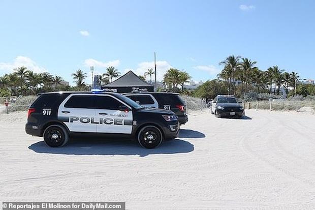 Bất chấp dịch COVID-19, bãi biển Florida vẫn chật kín người  - Ảnh 6.