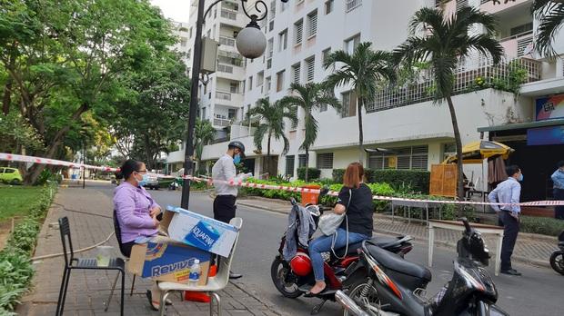 TP.HCM: Phong tỏa, cách ly toàn bộ chung cư cao cấp ở Phú Mỹ Hưng sau ca nhiễm Covid-19 số 66 - Ảnh 6.