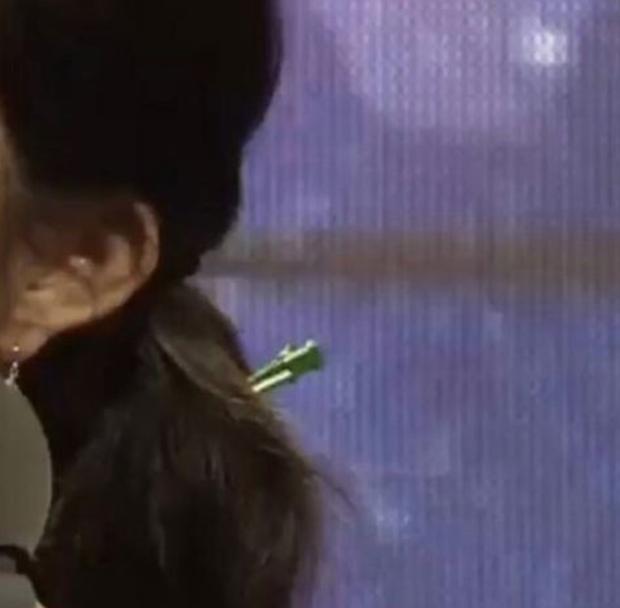 """Khoảnh khắc Yoo Jae Suk - Kwang Soo """"cứu nguy"""" Irene (Red Velvet) hot trở lại: Chậm một chút nữ thần đã phải xấu hổ trên truyền hình - Ảnh 5."""